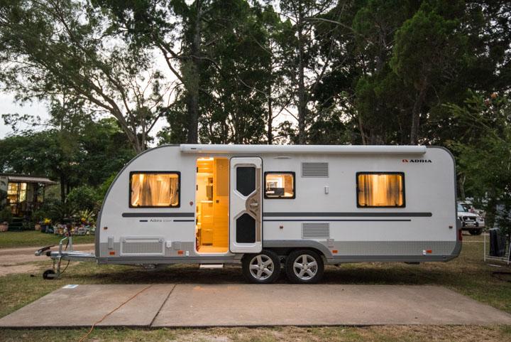 Dekke bobil eller campingvogn med presenning?